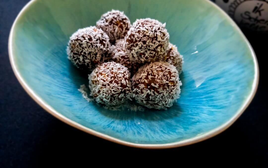 Healthy raw cacao balletjes met kokos