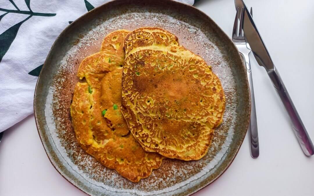 Vegan ' omelet ' van kikkererwtenmeel met groente