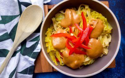 Noedels met groente en home made pindasaus