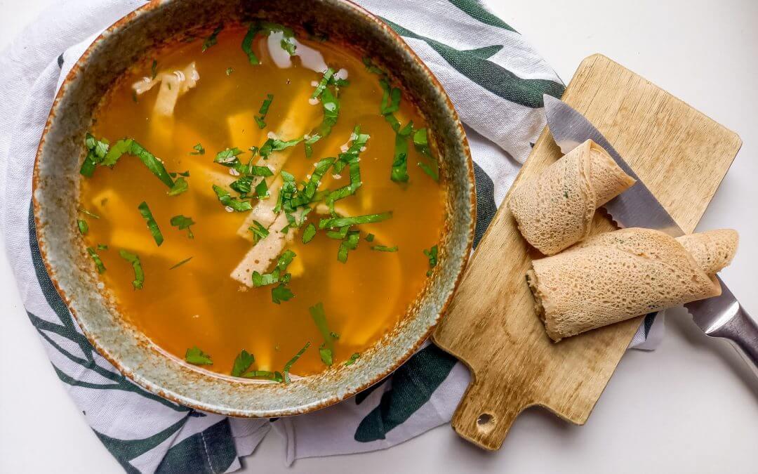 Healthy Vegan Frittatensuppe (Flädlesuppe, Oostenrijkse soep)