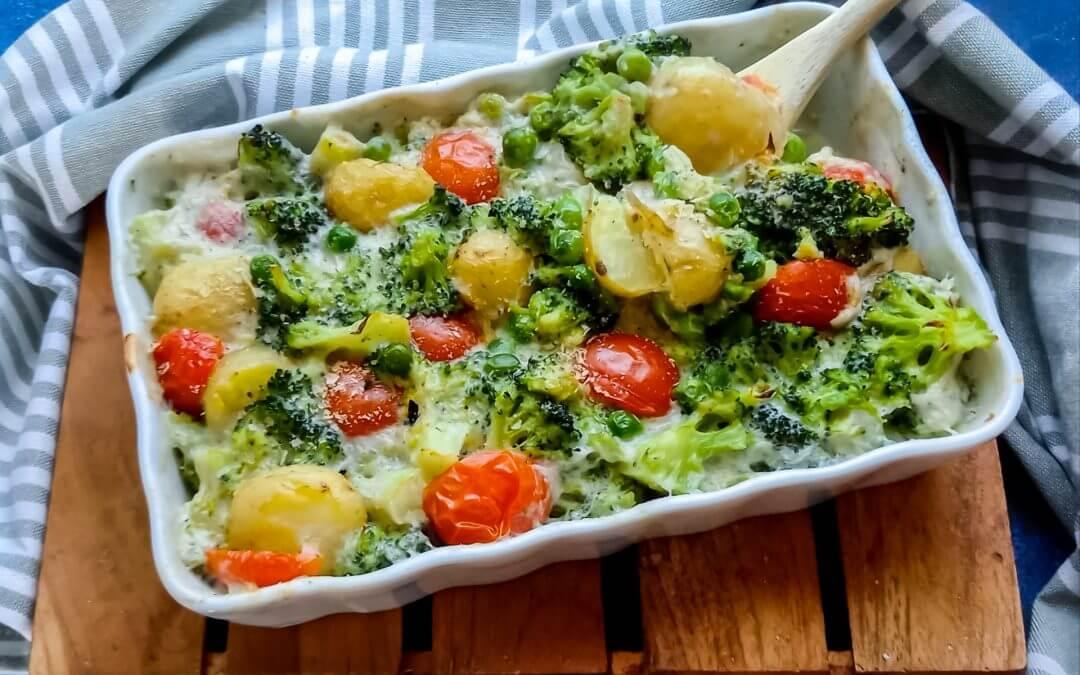 Ovenschotel met krieltjes, broccoli en cherrytomaat