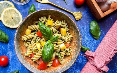 Recept Pastasalade met pesto, cherrytomaat, olijf en mango (glutenvrij)