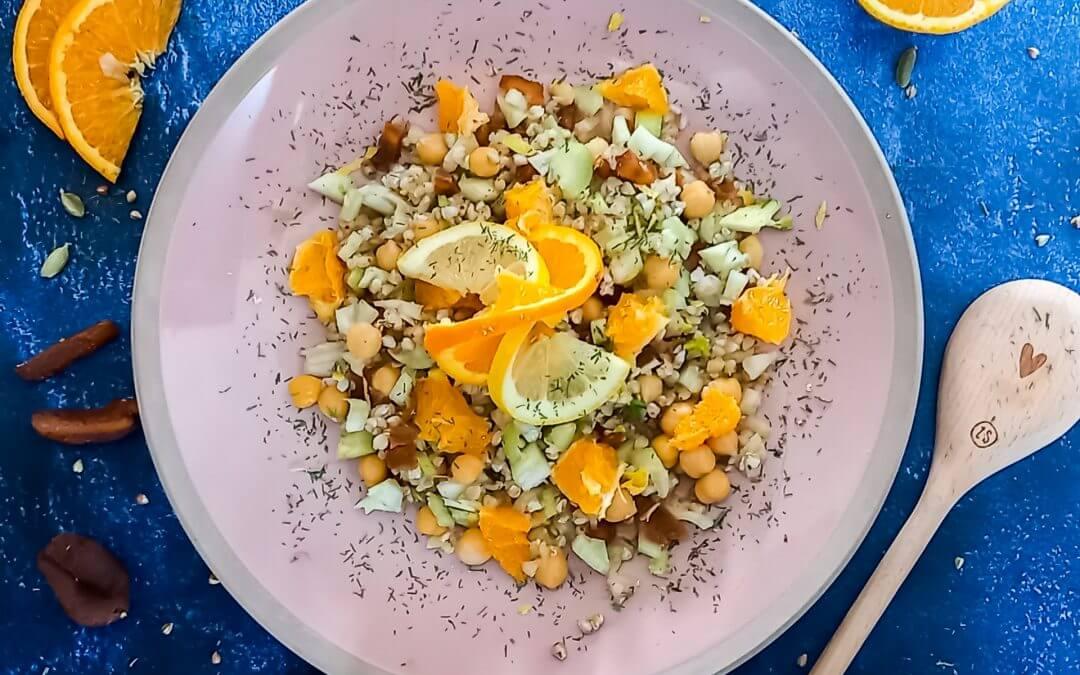 Boekweit-venkelsalade met sinaasappel en gedroogde abrikoos