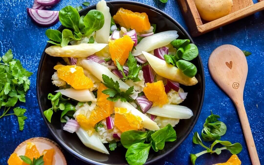 Aardappelsalade met witte asperges en sinaasappel