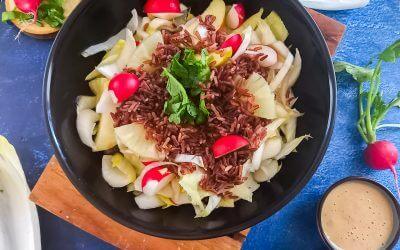 Witlofsalade met radijs en rode rijst