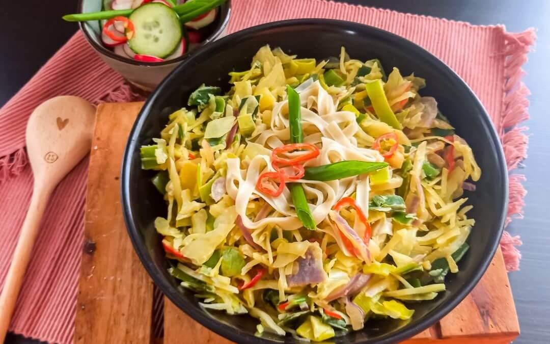 Thaise curry met zoetzure komkommer en radijs