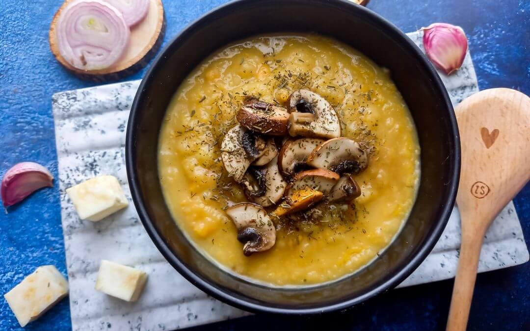Knolselderijsoep met gebakken champignons