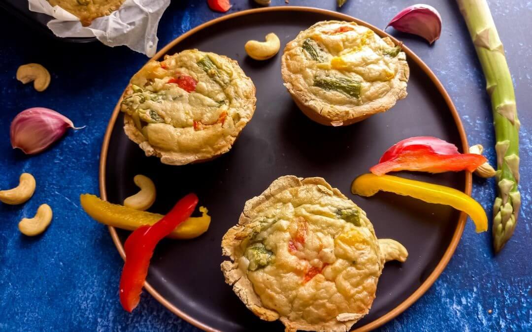 Mini-quiche met groene asperges en paprika