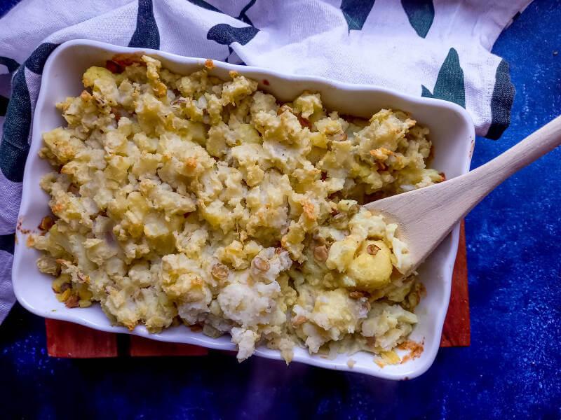 Bloemkool-ovenschotel met aardappel en linzen