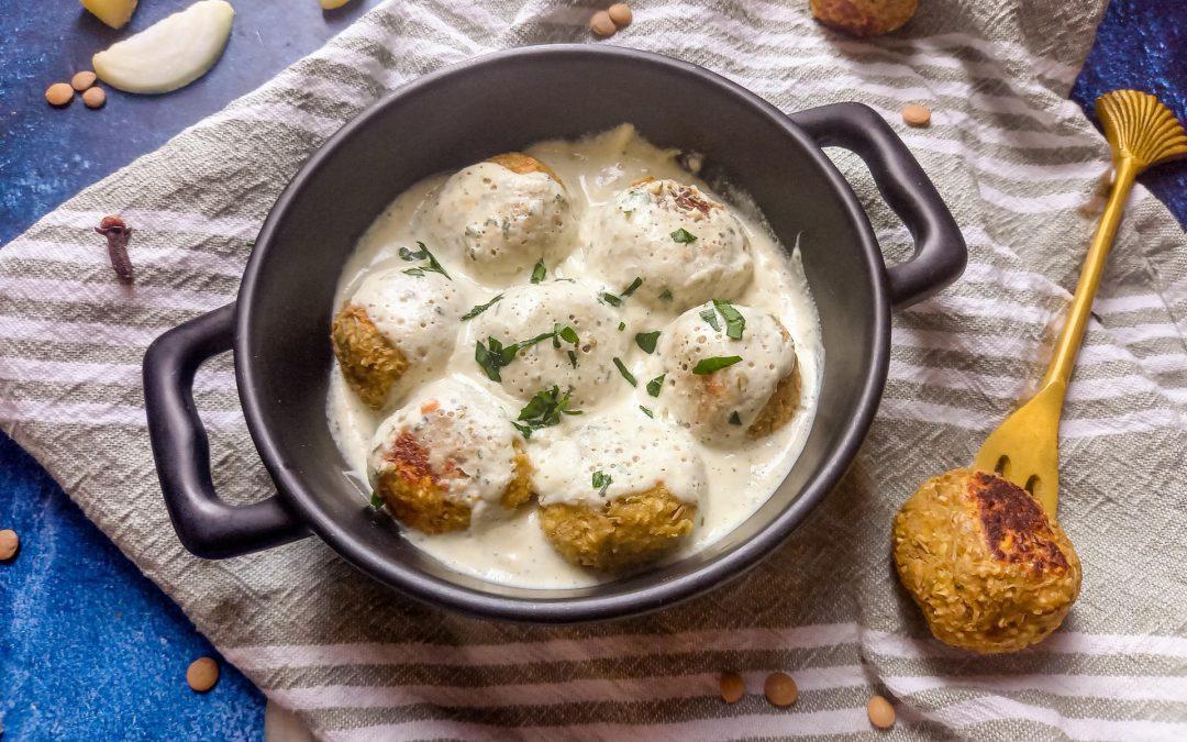 Vegan Zweedse ' gehaktballetjes ' met saus