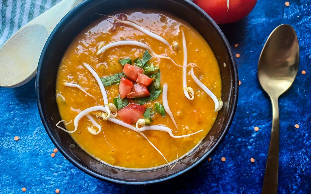 Rode linzensoep met gele currypasta